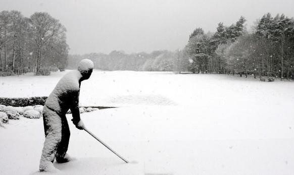 Golfing Facts – Golfer Statue Standing in Snow