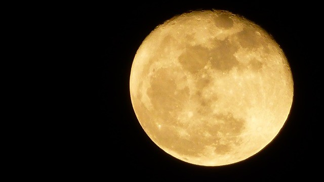 Golfing Facts – Yellow Moon Against Night Sky